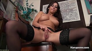big-titted cougar Cassie Clarke Pussy fingerblasting