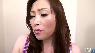 Miyama Ranko shows her kinky side as she squats on the toilet to piss