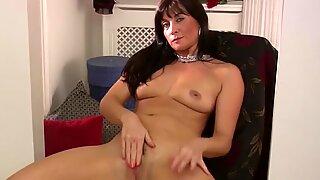 Amatuer Mature mom Lelani Tizze masturbates in a sundress