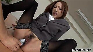 Japanese lady Emiri Mizukawa sucks dick, uncensored