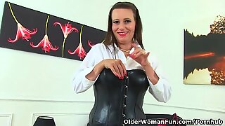 euro UK cougar Annabelle More puts her frigs to work