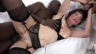 multiracial bang for granny that wants anal sex and vulva